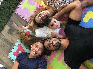 Jhoel López y su familia.