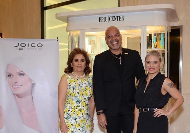 Xiomara Salas, Guillermo Flores y Deborah Camacho.
