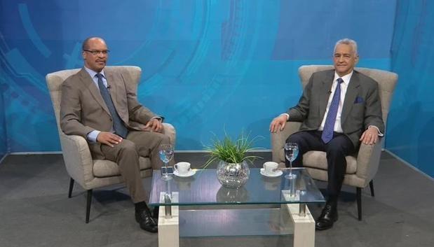 El precandidato a senador del Partido de la Liberación Dominicana PLD, por el Distrito Nacional, doctor José Manuel Hernández Peguero durante la entrevista en el programa Esferas de Poder por el periodista Federico Méndez.