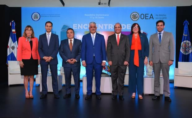 Ministro de Relaciones Exteriores, Miguel Vargas, inauguró hoy el Primer Encuentro de Jóvenes Líderes Políticos de la República Dominicana, organizado conjuntamente con la Organización de Estados Americanos OEA.