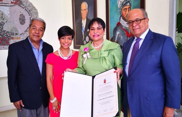 Ayuntamiento del Distrito Nacional reconoce a Luz Celeste Silié Ruíz