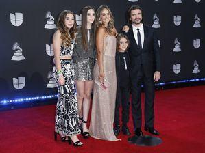 Juanes y su familia.