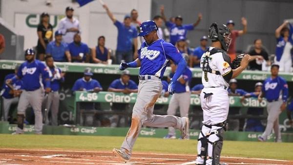 Jugadores amenazan con paralizar el torneo béisbol por disputa con Soto