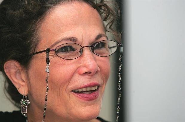 La escritora Julia Álvarez recibe un reconocimiento de la universidad de Florida