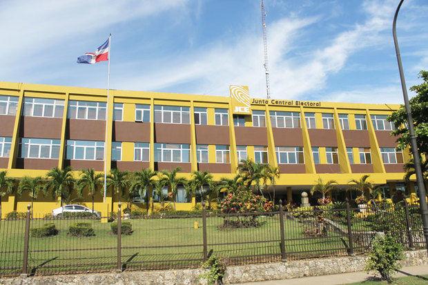 JCE iniciará el 5 de abril plan para eliminar trámite de legalizar las actas