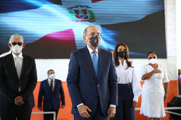 Presidente Danilo Medina al encabezar acto de inauguración por la entrega de la Terminal Interregional de Autobuses Santo Domingo Este.