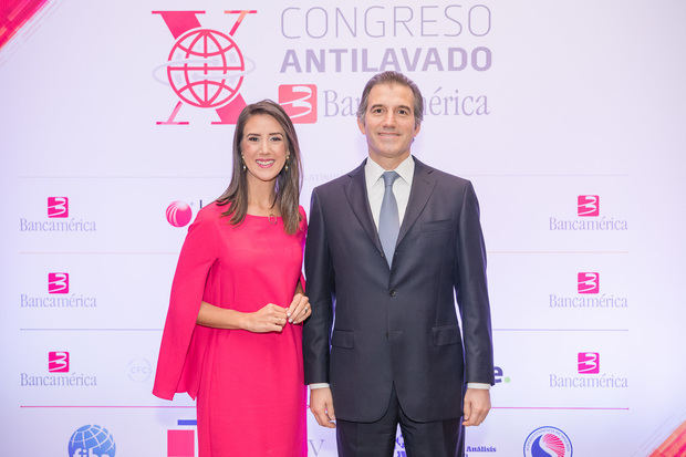 Katherine Hernaìndez y Marco Antonio Bravo.