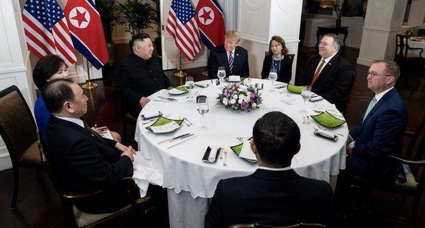 Kim y Trump inician con prudencia el segundo día de su cumbre en Hanói