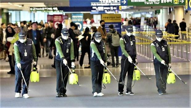 Caos en aeropuertos y más prohibiciones por coronavirus inquietan a América