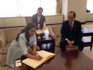 La Ministra reafirma su compromiso de promover la paz entre jovenes de República Dominicana y de toda Iberoamrica.