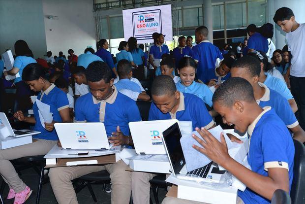 Entregan laptops que serán distribuidas a nivel nacional a estudiantes de secundaria