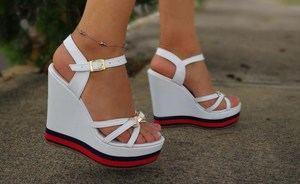 Las sandalias de plataforma marcarán tendencia en la primavera-verano 2020
