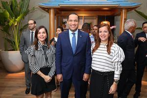 Laura Acra, Leovigildo Soto, Vivian Acra.