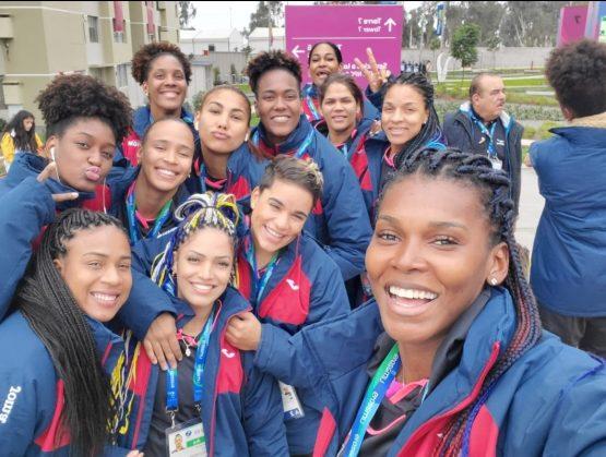 Las Reinas del Caribe fueron recibidas por una gran multitud en su retorno al país.