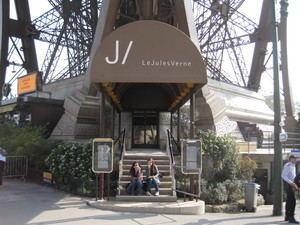 Entrada al restaurante Le Jules Verne, en la Torre Eiffel, en París.