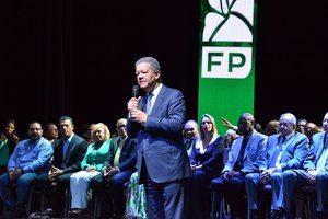 El presidente de Fuerza del Pueblo, FP, Leonel Fernández, acusó este lunes al Gobierno de dilapidar los recursos.
