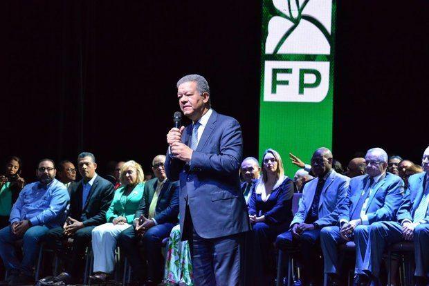 Leonel Fernández acusa al Gobierno de dilapidar los recursos y endeudar al país