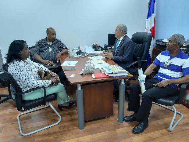 Ministro de Educación dispone inmediata reparación del liceo y escuela San Pablo Apóstol del sector Cristo Rey