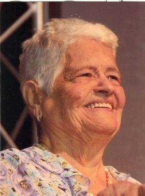 Los restos de la dama francomacorisana están siendo velados en la funeraria Blandino de la avenida Abraham Lincoln, y serán sepultados a las 11 de la mañana de este jueves 12 de abril, en el cementerio Cristo Redentor..
