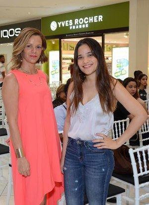 Lily Guzmán y Milka Hernández en yves Rocher en Downtown Center