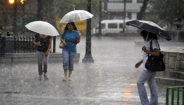 Onda Tropical y vaguada aumentarán los aguaceros esta tarde y noche