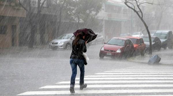 Aguaceros y tronadas por incidencia de la vaguada, se mantienen alertas meteorológicas