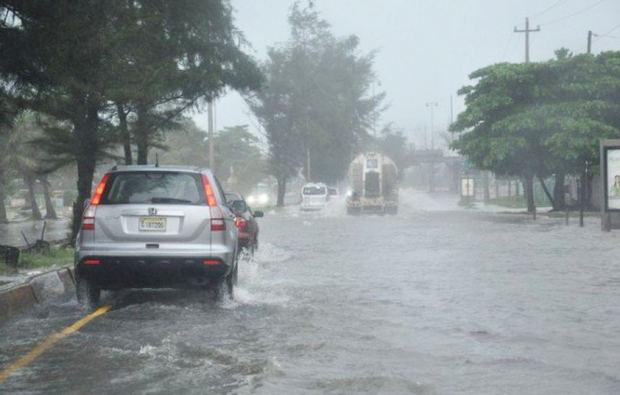 El Distrito Nacional y 8 provincias en alerta ante efectos de onda tropical