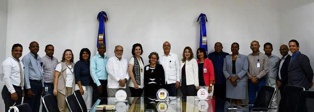 Integrantes del acuerdo del Centro León e Instituto Politécnico Loyola.