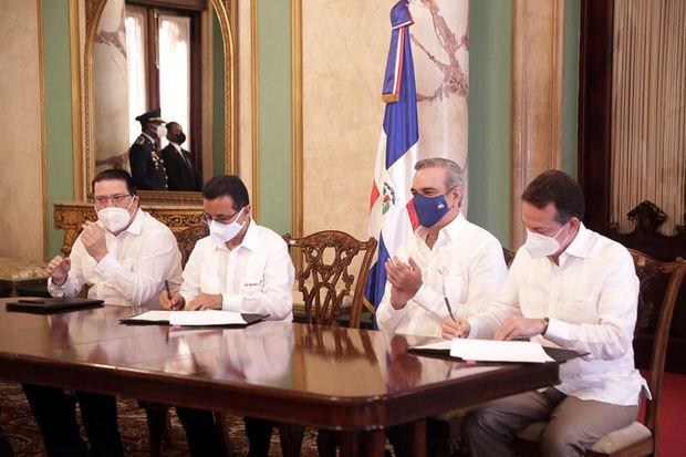 Gobierno firma acuerdo para digitalizar procesos de zonas francas