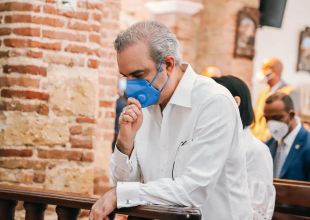 Luis Abinader compartió momento de comunión durante celebración del Día de las Mercedes