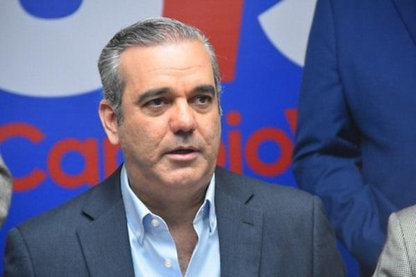Luis Abinader adelanta un plan de recuperación económica de llegar al poder.