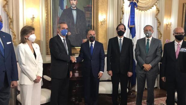 Danilo Medina recibe al presidente electo, Luis Abinader