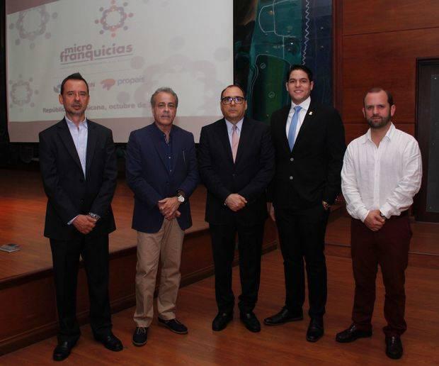 Luis Fernando Martínez, Wil Lajara,José Antonio Segebre, embajador de Colombia,Enmanuel Tejeda y Carlos E. Angulo