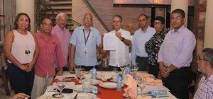 Luis José Chavez presenta los nuevos estatutos certificados de Adompretur.