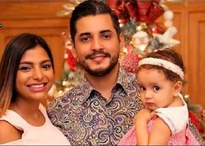 Luis José Gutierrez, su esposa Analí y su pequeña hija