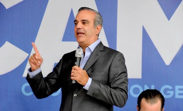 Luis Abinader se compromete a crear 600,000 empleos
