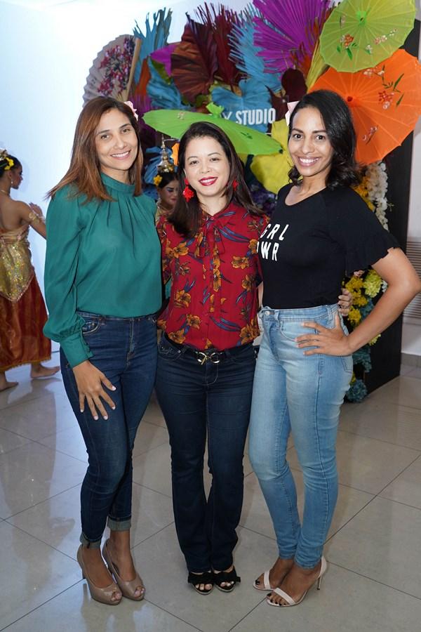 Luz Leonor, Asami Tateyama y Daritza Reyes.