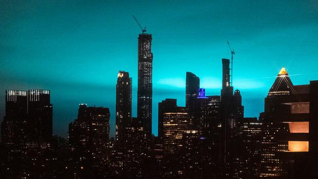 Explosión de un transformador en Queens ilumina de azul cielo neoyorquino