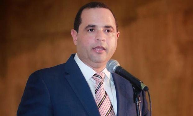 delegado político del Partido Fuerza del Pueblo ante la JCE, Manuel Crespo.