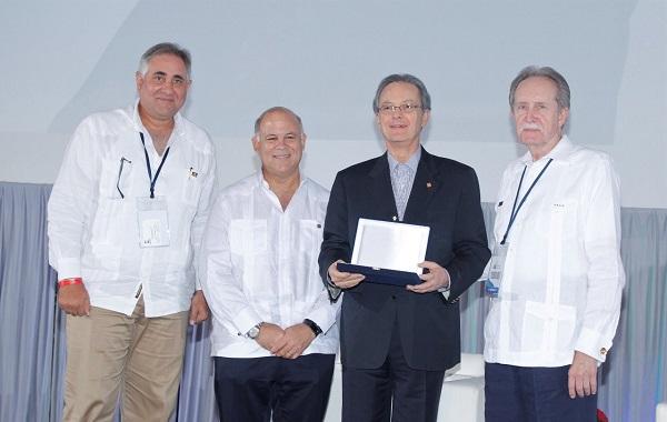 FELABAN reconoce a Alejandro Grullón por ser pionero de la banca en la RD