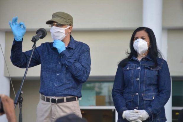 Manuel Jiménez inicia su gestión con limpieza y fumigación en distintos sectores del municipio Santo Domingo Este.