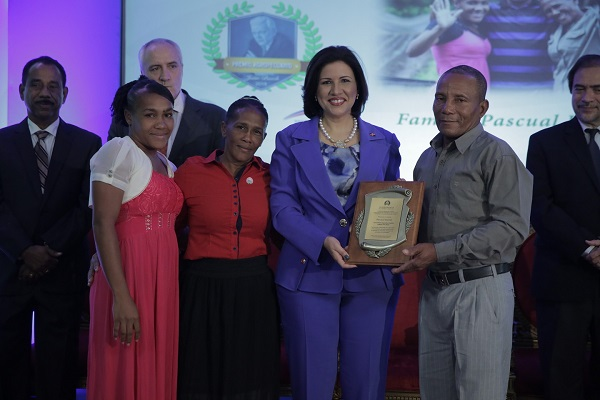 Vicepresidenta impulsa integración de 314 mil familias en actividades agrícolas