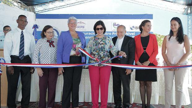 Vicepresidenta Margarita Cedeño lleva mejoría a Azua