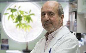 Mariano Esteban, en su laboratorio del Centro Nacional de Biotecnología.