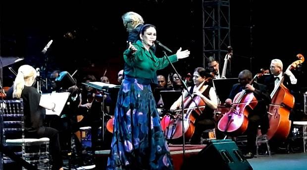 Maridalia y Molina hechizaron Plaza España con música y canto
