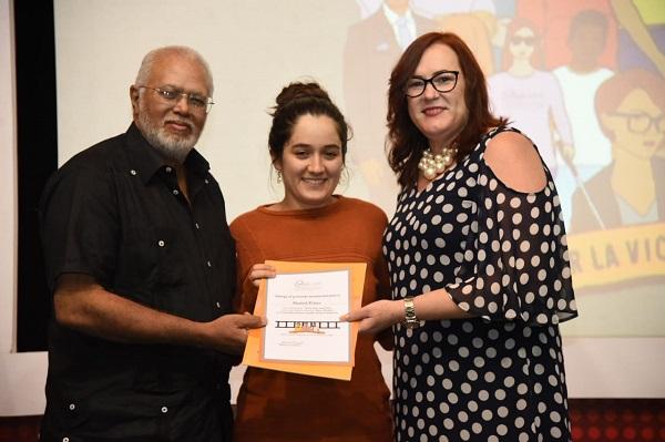 Marisol Peláez ganadora del tercer lugar por el corto No la dejes marchita