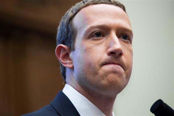 Zuckerberg pierde 5.900 millones de dólares tras la caída de Facebook