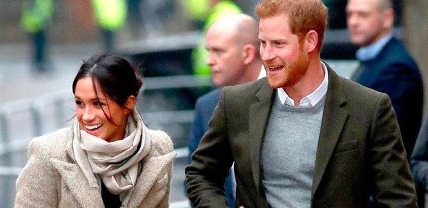 Enrique y Meghan visitan una emisora de radio juvenil en el sur de Londres.