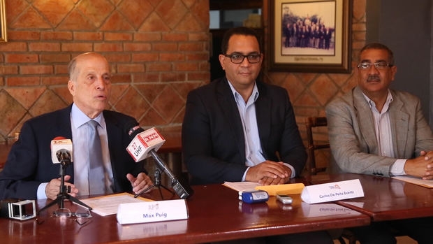 APD firma acuerdo político: Anuncia precandidatura de Carlos De Peña Evertsz como Senador por el DN