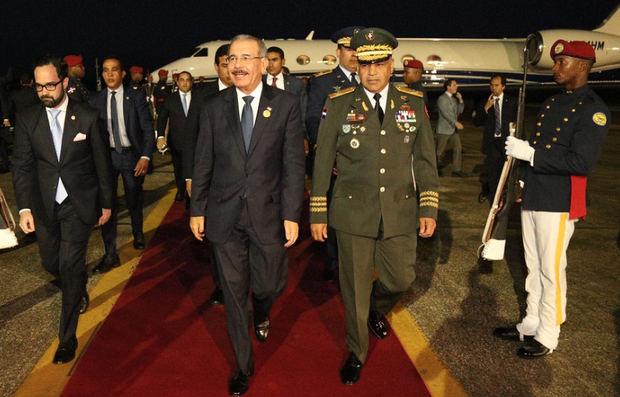 Medina regresa al país tras participar en cónclave del SICA en Guatemala